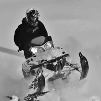 Leo Evans riding in powder.