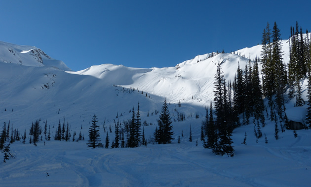 Scenic photo of big snow covered mountains.