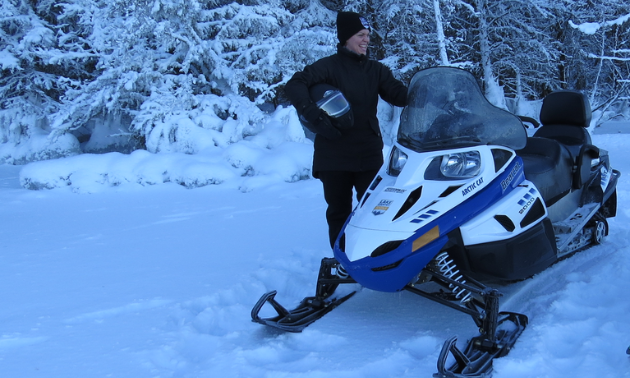 MaryAnne's favourite sled is the Lynx 2000 LT; however, some of the photos are with the Bearcat 2000 LT as the Larsons own five sleds.