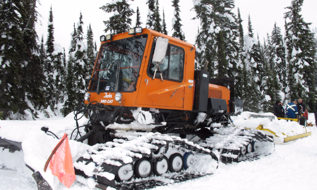 A SnoCat grooming machine