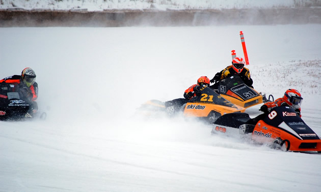 Ice oval racers in Beausejour
