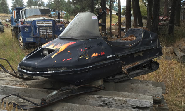 Old Sled Sighting—Flamin' Arctic Cat   SnoRiders