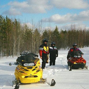 The excellent sledding trails here make snowmobiling in Saskatchewan's Lakeland a blast.