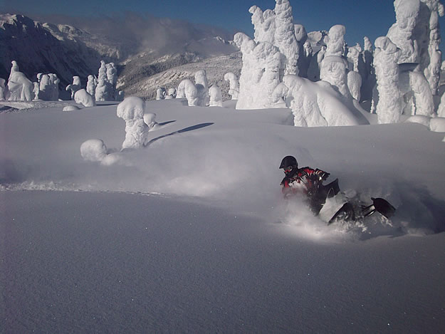 Photo of a snowmobile cutting through snow