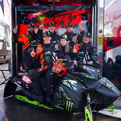 Team 68 takes a moment to enjoy winning the 2018 ISOC Pro Championship points title at Lake Geneva, Wis., the 11th of Tucker Hibbert's career.